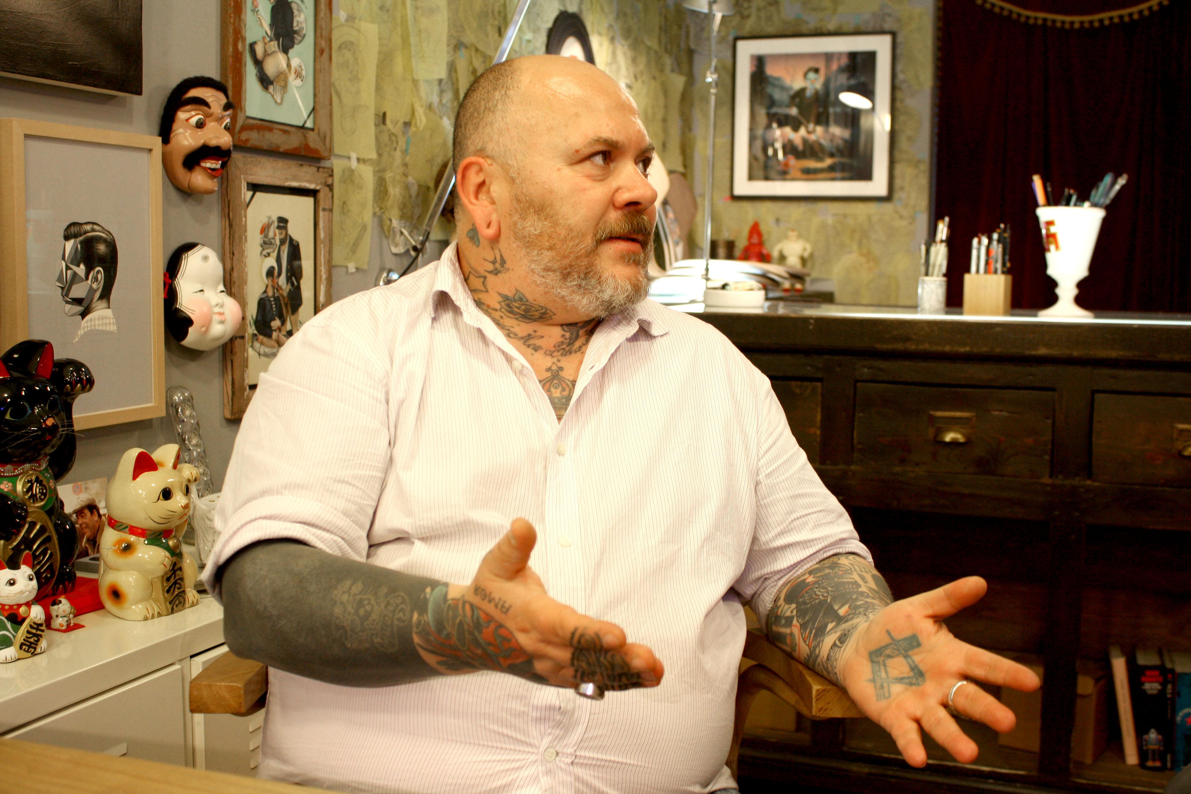 Sedie Fritz Hansen tatuate da Pietro Sedda tatuatore, Diego Grandi designer